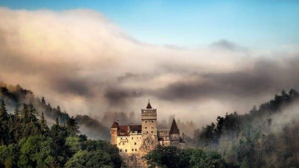 Castelul Dracula, o destinaţie pentru curajoşi!