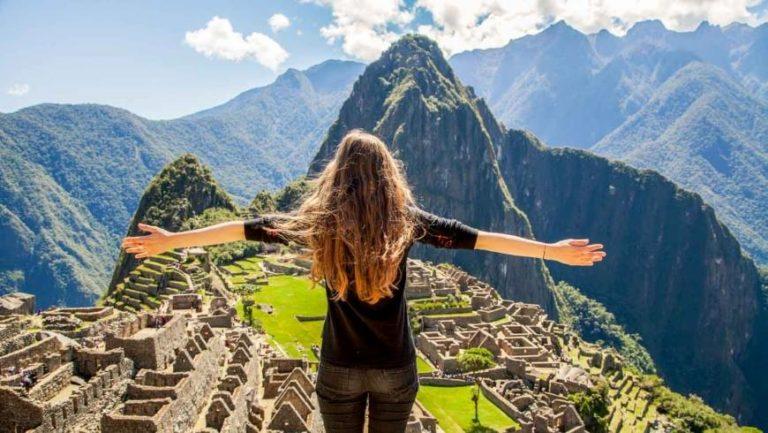 Imagini care iti taie respiratia. Drumul spre Machu Picchu. Video 4K.