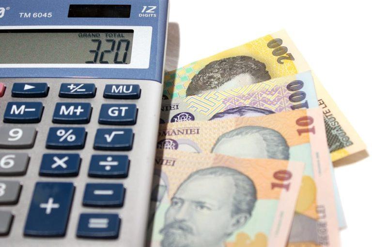 Românii îşi cheltuie banii PE HAINE şi TELEFOANE MOBILE. Deşi economisesc DE LA 4 ANI, nu investesc PE TERMEN LUNG