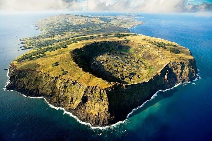 Rapa NUI, insula misterioasă de pe Terra atinsă de divinitate, unul dintre ultimele paradisuri terestre existente