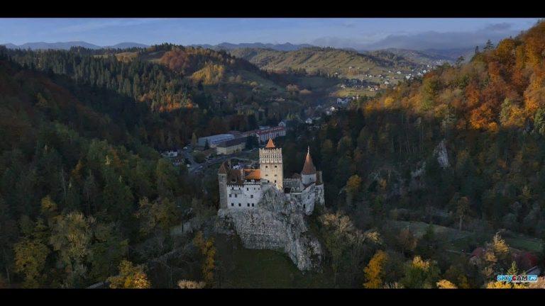 Castelul Bran in haine de toamna!!! Unul dintre cele mai frumoase castele din lume!