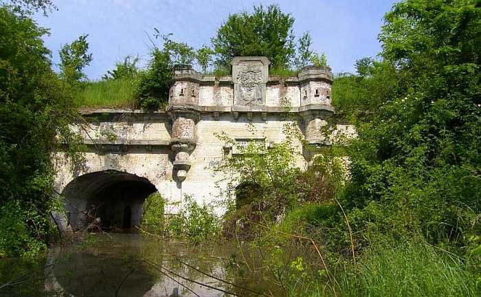 Cetatea București un loc plin de istorie lasat in paragina la marginea Bucurestiului!!!