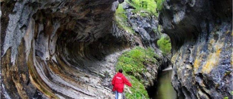 Cheile Corcoaiei, bijuteria creata de natura e Valea Cernei !!!