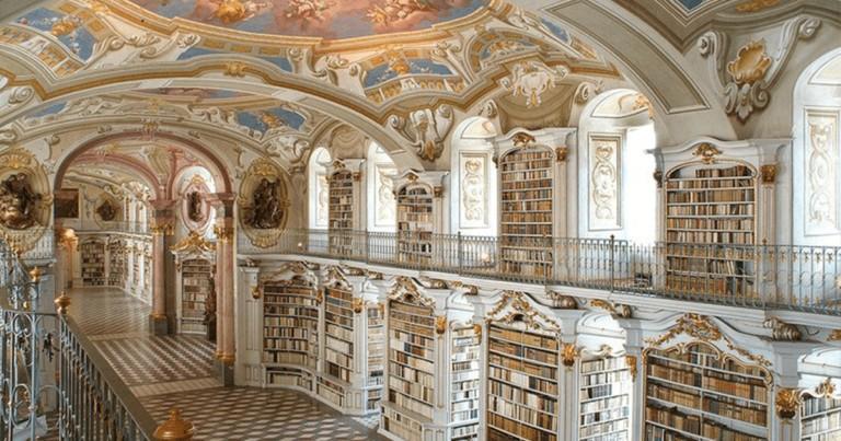 Una dintre cele mai frumoase bibliotecidin Europa se afla in Romania!!