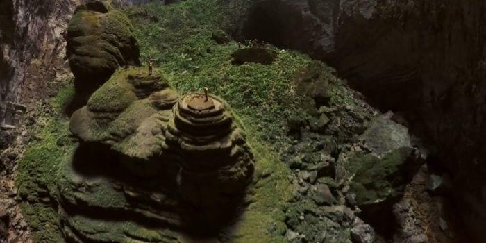 O lume aflata in interiorul Pamantului!! Aceasta masoara  5 km lungime, 150 m lățime, 200 m înălțime!!