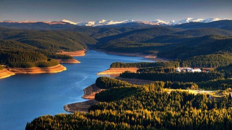 Priveliști de basm la Barajul și Lacul Oaşa din județul Alba. Locul din Munții Șureanu unde poposesc turiștii înainte de Poarta Raiului sau Transalpina